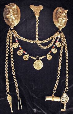 Viking age women's jewelry set. I love that the under-dress brooch is chained to the treasure necklace/brooches.