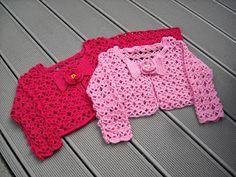 haken en zo wat meer, tinekeshaakpatronen: Kindervestjes Mode Crochet, Crochet Girls, Crochet For Kids, Crochet Beanie, Crochet Shawl, Crochet Lace, Baby Pop, Baby Girl Patterns, Baby Sweaters