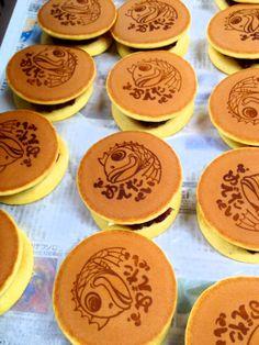 japanese food  sweets  wagashi dorayaki http://logodora.jp どら焼き  ロゴどら