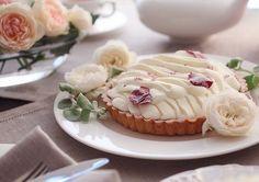 朝摘みローズの香り漂う「バラスイーツ」がとっても華やかなの♪ バラの花びらをそのまま散りばめたロールケーキやチーズタルトなど