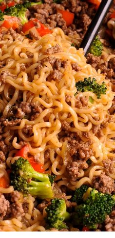 Beef Ramen Noodles Stir Fry is a healthy way to use instant ramen! food recipes beef and broccoli Healthy Ramen Noodles Stir Fry Comida Ramen, Healthy Ramen Noodles, Stir Fry Ramen Noodles, Beef Ramen Noodle Recipes, Top Ramen Recipes, Raman Noodles, Zucchini Noodles, Shirataki Noodles, Stir Fry Recipes