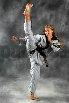 Again, not mine but it makes me remember when I used to train Best Picture For Martial Arts W Martial Arts Anime, Female Martial Artists, Martial Arts Women, Mixed Martial Arts, Female Art, Dojo, Art Of Fighting, Fighting Games, Karate Girl