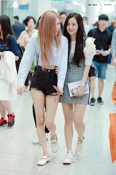 Image discovered by Yamila Labrin. Find images and videos about girl, kpop and rose on We Heart It - the app to get lost in what you love. School Looks, Blackpink Fashion, Korean Fashion, Jenny Kim, Looks Style, My Style, Blackpink Photos, Jennie Blackpink, Blackpink Jisoo