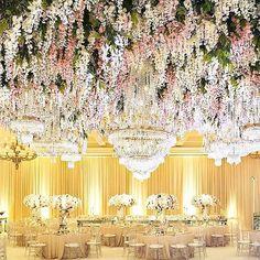 This #flowerceiling is simply #gorgeous. 佈滿鮮花的天花板真的好美麗❤️ #repost from @montagelaguna  #floral #floraldesign #flower #floraldecor #wedding #weddingdesign #weddingdecor #weddingvenue #weddingreception #banquet #luxury #luxurywedding #luxuryliving #interior #hkwedding #婚禮佈置 #婚禮攝影 #婚禮紀錄 #婚禮 #結婚 #花 #鮮花 #設計