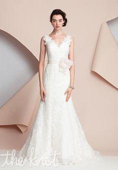 Tendance Robe du mariage 2017/2018  Mermaid styled wedding dress with V-neckline and embellished lace I Style: Cathe