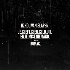 Helaas lukt het slapen mij niet eens goed ... Jokes Quotes, Me Quotes, Funny Quotes, Qoutes, Sweat Quotes, Dutch Words, Felt Letter Board, Dutch Quotes, Love Words
