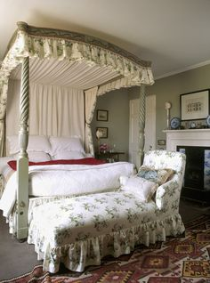 Bowood in the Bedroom | Shabby Chic Bedroom Ideas for Women | #shabby #chic #shabbychic #bedroom