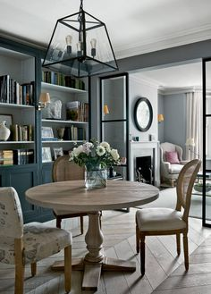 With its mix of clean lines and natural textures, the townhouse of interior designer Emma Sims-Hilditch pays homage to its London setting, while serving as a reminder of her rural roots. Living Room Paint, Home Living Room, Living Room Furniture, 1930s Living Room, Furniture Sets, Living Room Trends, Living Room Designs, Simple Living Room, Small Living