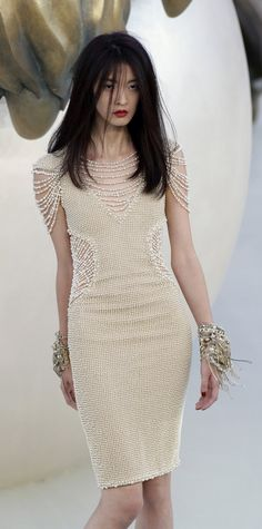 Chanel at Couture Fall 2010 - Chanel Gown - Trending Chanel Gown - dress RORESS closet ideas women fashion outfit clothing style Chanel Haute Couture Beauty And Fashion, Look Fashion, Fashion Details, High Fashion, Fashion Show, Fashion Design, Fashion Outfits, Chanel Fashion, Couture Fashion