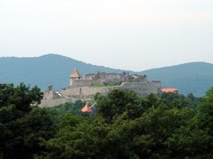Castle of Visegrad, north from Budapest Beautiful Castles, Budapest Hungary, Palaces, Architecture Art, Monument Valley, Memories, Travel, Environment, Castles