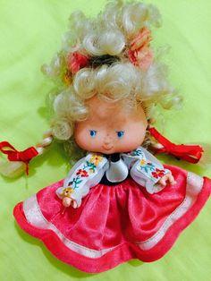 Boneca Moranguinho Holandesa Antiga Rara - R$ 150,00 no MercadoLivre