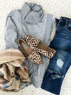 Come indossare l'animalier: consigli di stile Mode Outfits, Casual Outfits, Fashion Outfits, Fashion Tips, Fashion Trends, Winter Outfits, Winter Dresses, Black Outfits, Winter Clothes