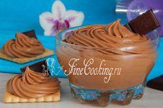 В этом сладком десертном креме чудесно сочетаются нежность, гладкость и бархатистость, шоколадный вкус и аромат вареной сгущенки.