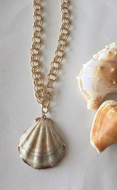 Boho Sandals, Pearl Necklace, Pendant Necklace, Necklaces, Pearls, Jewelry, Fashion, Jewellery Making, Moda