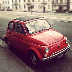 The old Fiat 500, looks so cute and the new one is not far off this old version. Love it!