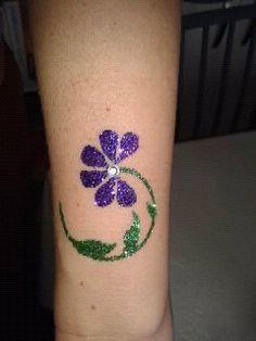 Flower glitter tattoo by me.xx - i like idea of jewel Best Temporary Tattoos, Temporary Tattoo Designs, Body Art Tattoos, Tatoos, Spa Birthday Parties, Hand Art, Creative Makeup, Tattoo Inspiration, Tatting