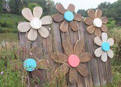 Rustic Barn Wood Flower Wreath Outdoor Rustic by SouvenirFarm Barn Wood Crafts, Barn Wood Projects, Rustic Crafts, Pallet Crafts, Primitive Crafts, Wooden Crafts, Diy And Crafts, Craft Projects, Primitive Snowmen
