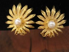 Vintage Gold Tone & Faux Pearl Sunburst Flower by GrayGatorVintage, $10.00