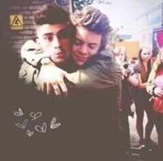 It pains me to see how close the boys and Zayn are and to know that he's gone, it's heartbreaking