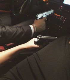 couple, gun, and car image – Paar, Waffe und Auto Bild – Badass Aesthetic, Couple Aesthetic, Knife Aesthetic, Cute Couples Goals, Couple Goals, Couple Style, Flipagram Instagram, Couple Tumblr, Fille Gangsta
