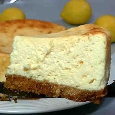 Tarta cremosa de limón #tarta #poestre #receta Mascarpone, Flan, Just Desserts, Banana Bread, Queso, Easy Cooking, Cooking Recipes, Cream Cake, Gelato
