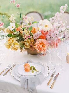 These are the best summer rehearsal dinner ideas. Plan your own seasonal pre-wedding party with the help of our advice. Rehearsal Dinner Outfits, Wedding Rehearsal, Rehearsal Dinners, Pre Wedding Party, Wedding Weekend, Wedding Ideas, Summer Wedding, Garden Wedding, Wedding Details