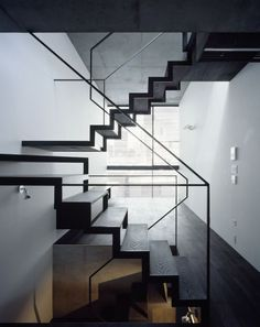 Modern Stairs // Lattice / APOLLO Architects & Associates // black wood and metal stairs Bg Design, Deco Design, House Design, Design Blog, Design Ideas, Graphic Design, Contemporary Stairs, Modern Stairs, Interior Staircase
