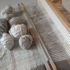 Ontwerpen en weef je eigen sjaal met een hevelrietweefgetouw (rigid heddle loom), 28 en 29 april 2016 Rotterdam Textiles, Loom Weaving, Master Class, Rotterdam, Gray, Natural, Manualidades, Old Clothes, Recycling