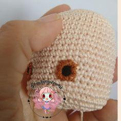 Amigurumis: MINI FRIDA PATRON AMIGURUMI GRATIS Crochet Bookmark Pattern, Crochet Bookmarks, Crochet Projects, Doll Clothes, Crochet Hats, Beanie, Diy Crafts, Dolls, Crochet Animal Amigurumi