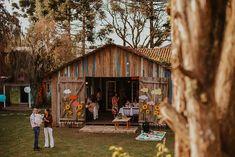 Flor de Quintal - Os Melhores buffets de festa infantil Curitiba segundo a minha opinião | Fotografia lifestyle de família em Curitiba Buffets, House Styles, Home Decor, Party Buffet, Flower, Fotografia, Decoration Home, Room Decor, Buffet