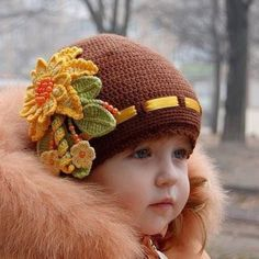 Красивая шапочки и девочка
