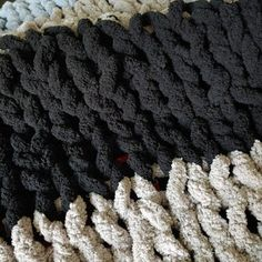 Easy Chunky Hand-Knitted Blanket in One Hour Easy Chunky Hand-Knitted Blanket in One Hour: 8 Steps (with Pictures) Always aspired to discover how to knit, nonetheles. Crochet Patterns For Beginners, Knitting For Beginners, Baby Knitting Patterns, Baby Patterns, Knitting Yarn, Hand Knitting, Knitting Ideas, Hand Knit Blanket, Chunky Blanket