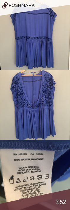 🔹Free People flowy top One size; made in Bali🔹 Free People flowy top.. throw over your bathing suit or wear with your favorite daisy dukes and skinny mini top 🤩😍.. I love this color but also have it in pale pink. Great condition! Bundle and save ladies!😙🌈 Free People Tops Blouses