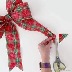 How to Make a Bow for a Wreath - Easy! Diy Bow, Diy Ribbon, Ribbon Bows, Ribbons, Ribbon Crafts, Boxwood Wreath Diy, Diy Wreath, Wreath Ideas, Wreaths Crafts