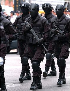 The Taiwanese Special Forces and some military units now don these bulletproof armored uniforms that look like they came straight out Military Units, Military Gear, Military Weapons, Military Uniforms, Navy Uniforms, Military Police, Comic Book Villains, Military Special Forces, Special Forces Gear
