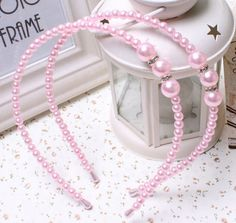 100% Brand New & High Quality Baby Headbands Perfect for photo shooting of your little kids.  If you have any questions send me a message, and thanks for visiting my Etsy shop.  Technical description :  Diameter : 12cm/4.7  Circumference : 35cm/13.7  Color : White,Pink,Black  Materials :Artificial pearls