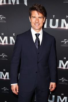 Tom Cruise suma 1346 días sin ver a su hija Suri Tom Cruise, Man Of Peace, Meeting Outfit, Conan O Brien, Natural Man, Mission Impossible, Iconic Movies, Mens Suits, Movie Stars