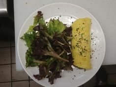 [Pro/chef]Simple perfection - Mushroom spinach omelette with mixed greens