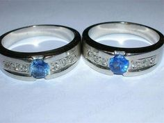 Shining luxury platinum wedding rings set with a blue gemstone P100