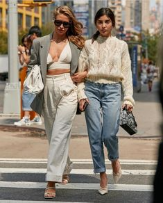 See the latest fashion trends and best street style captured at New York Fashion Week Spring/Summer Mode Outfits, Fashion Outfits, Fashion Trends, Fashion Bloggers, Modest Fashion, Fashion Tips, Look Fashion, Korean Fashion, 2000s Fashion