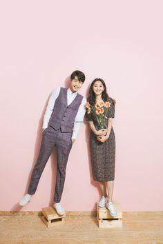 Korean Couple Photoshoot, Pre Wedding Photoshoot, Wedding Poses, Wedding Couples, Prewedding Hijab, Korean Wedding Photography, Korean Photo, Classy Couple, Romantic Wedding Photos