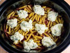 best easy baked ziti Crock Pot Baked Ziti Recipe, Easy Baked Ziti, Healthy Crockpot Recipes, Crockpot Dishes, Slow Cooker Chili, Slow Cooker Baked Ziti, Sin Gluten, Hashbrown Casserole, Recipes