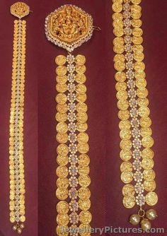 Tika Jewelry, India Jewelry, Temple Jewellery, Gold Jewellery, Baby Schmuck, Gold Jhumka Earrings, Gold Hair Accessories, Royal Jewelry, Latest Jewellery
