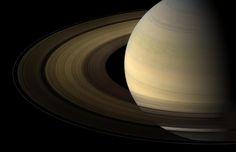 Saturno, el segundo planeta más grande del Sistema Solar, está rodeado de unos majestuosos anillos que le convierten en uno de los objetos más hermosos del universo