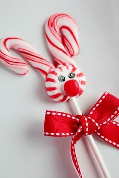 DIY Candy Cane Lollipops