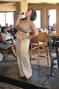 Erica Campbell from Mary-Mary singing at the Gospel Brunch.. Yes, that's me in the background!  lol :-)