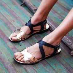 Sandalias de inspiración gladiador, interpretaciones
