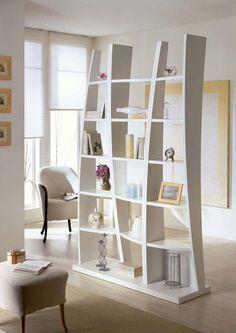 Полупрозрачные стеллажи перегородки для зонирования комнаты минимально ослабляют естественное освещение