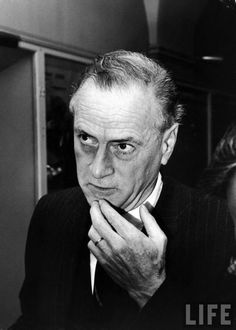 century electronic philosopher and communications expert, Marshall McLuhan Location: US Date taken: October 1967 Photographer: Leonard Mccombe Marshall Mcluhan, Communication Theory, Les Oeuvres, Einstein, The Medium, People, Biographies, Aliens, Extensions