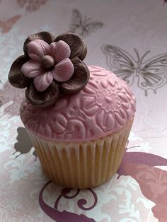 embossed cupcake, what a clever idea!